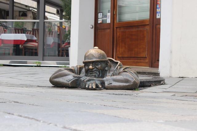 Bronzener Kanalarbeiter