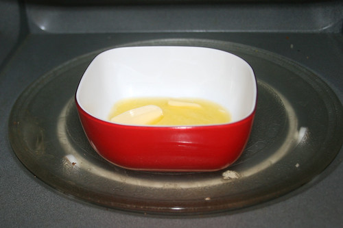 18 - Butter in Mikrowelle schmelzen / Melt butter in microwave