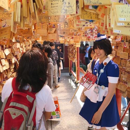 今日のイベント、講師はAkiba Deep Travel ガイドの槇野汐莉さん。まずは、神田神社からスタート。