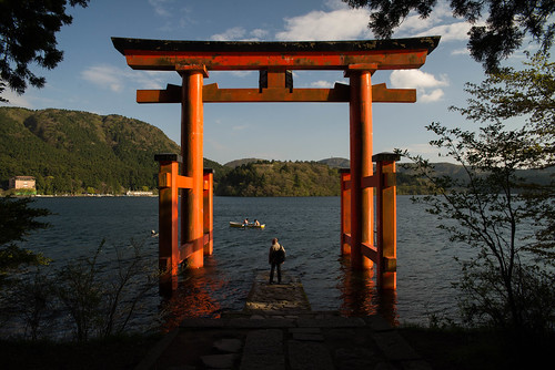 lighting travel light sunset red sky people orange sun lake water beautiful japan architecture clouds standing forest temple coast countryside boat nikon shrine asia dad fuji place side father country perspective culture sigma east zen april nippon shinto hakone torii japon f28 nihon ashi 2470mm 2015 d600 2470 sigma2470mm lakeashi sigma2470mmf28 traditionnal bluee nikond600