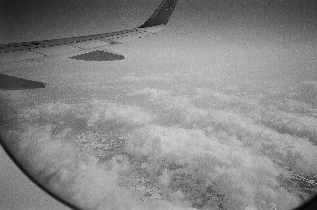 From NRT to CTS, Japan / Kodak TRI-X / Lomo LC-A+ 不知道飛到哪裡了,地面上全是白白的雪。  Lomo LC-A+ Kodak TRI-X 400 / 400TX 8561-0032 2016/01/31 Photo by Toomore