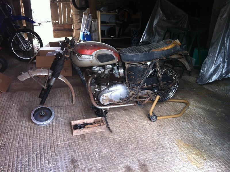 tribulation d 39 une triumph bonneville t120 1969 les motos anglaises d 39 avant 1983. Black Bedroom Furniture Sets. Home Design Ideas