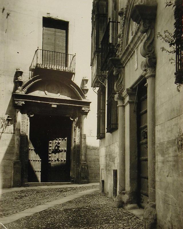 Puerta del Hopsital de Bálsamo antes de ser trasladada al edificio de Correos