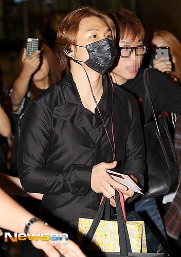 Taeyang-Arriving-IncheonSeoul-20140915(3)