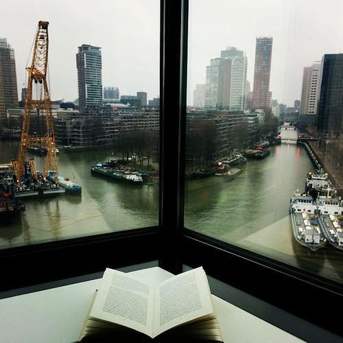 Langzaam wakker worden met een boek en een uitzicht. #stilletjes #goodmorning