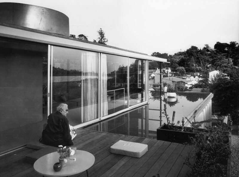 julius-shulman-photo-of-neutra-1966