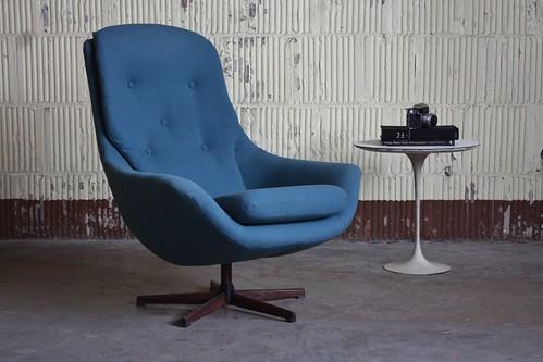 ***ON DECK*** Sultry Norwegian Midcentury Modern Soda Galvano Swivel Lounge Chair (Norway, 1950s)