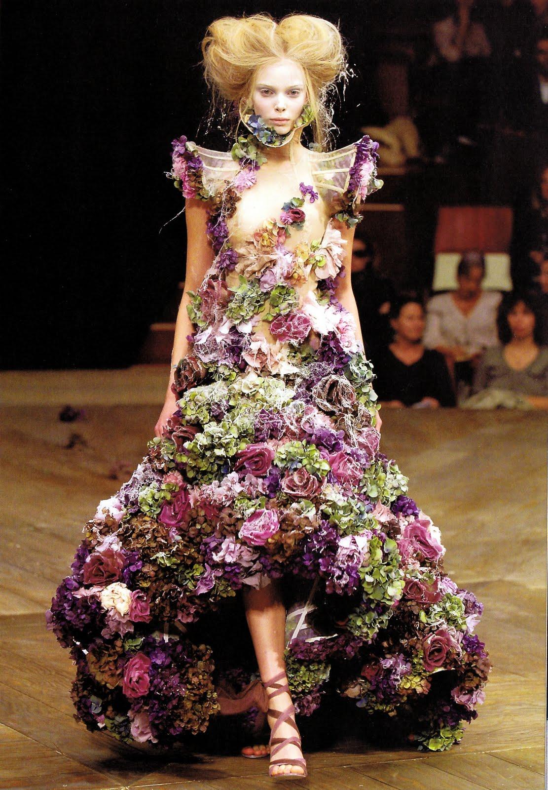 something fashion blogger, spain valencia, spring inspiration post, floral, alexander mcqueen flower dress 2007, interior design, tulips, seasonal inspo