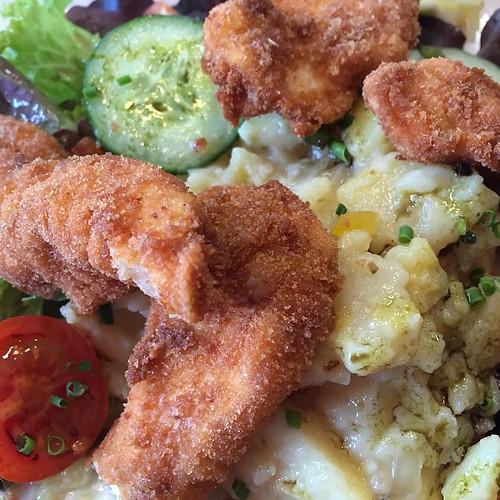 Steirisches Backhendl mit Erdäpfelsalat sind die Chicken McNuggets der Erwachsenen. #Food #Austria