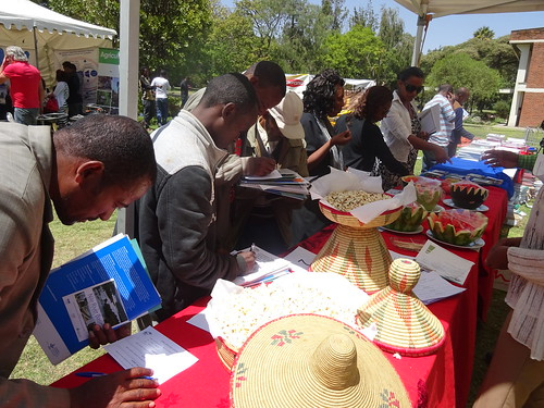 Participants tasting LIVES farmer's products at Horticultural farmer day (Photo: ILRI\LIVES)