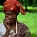 23 Août 2013 à Toussiana (Burkina Faso)  Mariam Coulibaly, 62 ans, a 4 enfants et 19 petits-enfants. Elle est veuve et travaille toujours au champ. Mariam est bénéficiaire du Projet Riz de l'association ECLA, qui valorise l'autonomisation des femmes et des jeunes par la promotion d'un système de riziculture pluviale stricte, intensive et écologiquement durable. Il met notamment l'accent sur l'utilisation du compost et la promotion de la production, de la transformation et de la commercialisation locales du riz. Mariam est bénéficiaire de ce projet depuis son démarrage, en juin 2011.  Photo : Geneviève Sylvestre/Oxfam-Québec