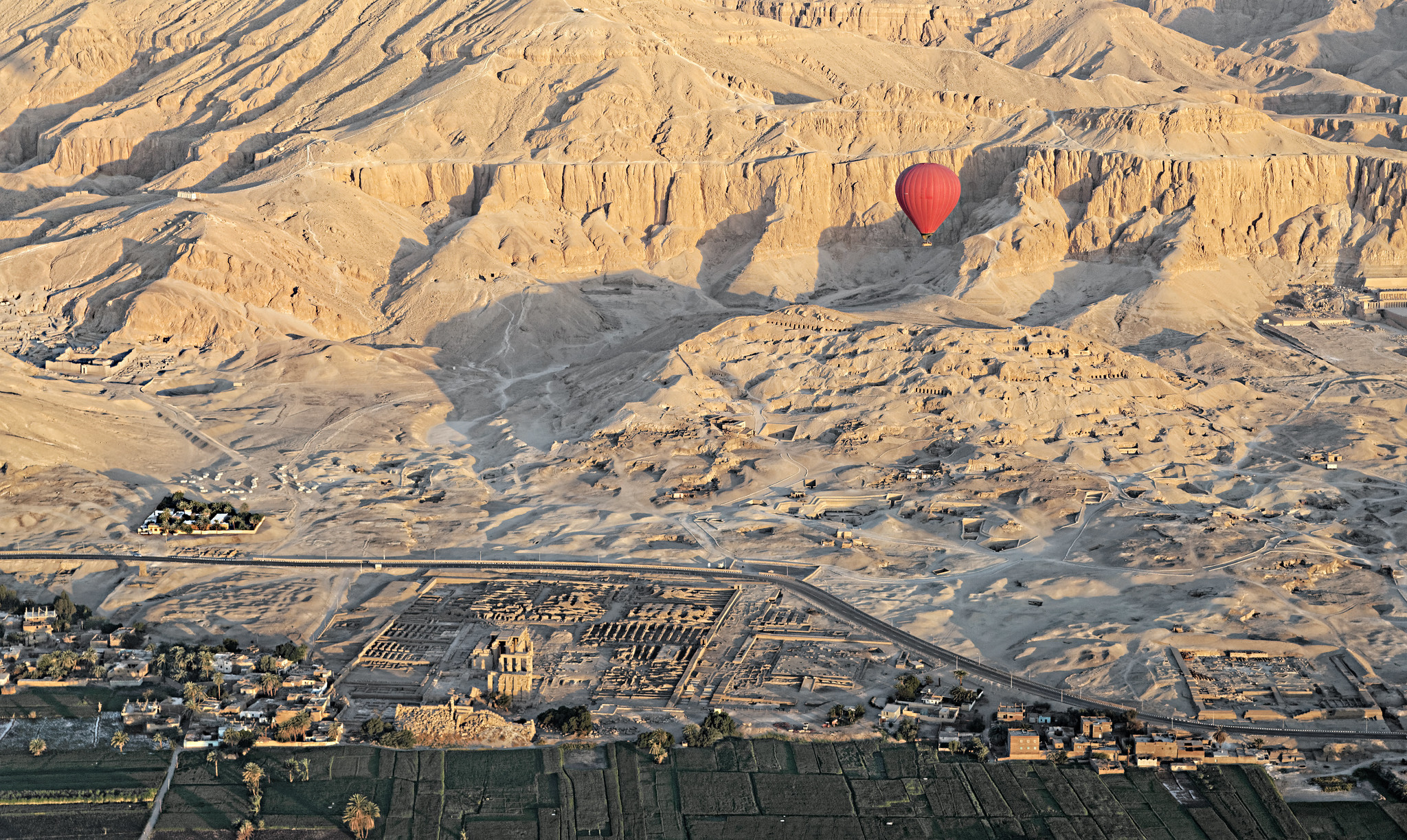 Luksor Şehri Krallar Vadisi