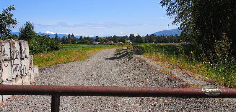 Dead End: The road kept going, but I couldn't because I wasn't in the mood for underbiking.