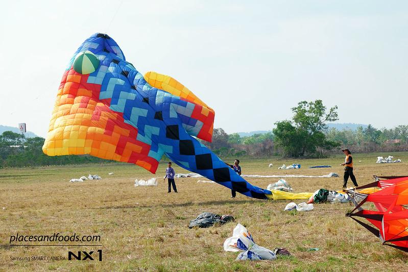satun kite festival fly big kite