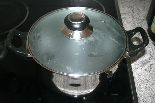 45 - Topf mit Wasser für Bohnen aufsetzen / Bring water for beans to a boil