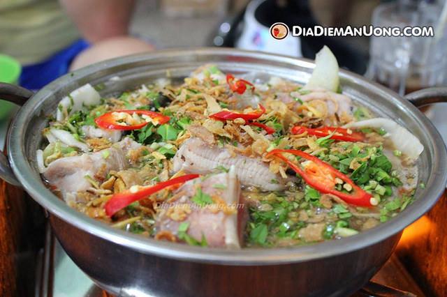 17308245311 feb087690d o - Top những món ăn nên thử khi đến Vũng Tàu