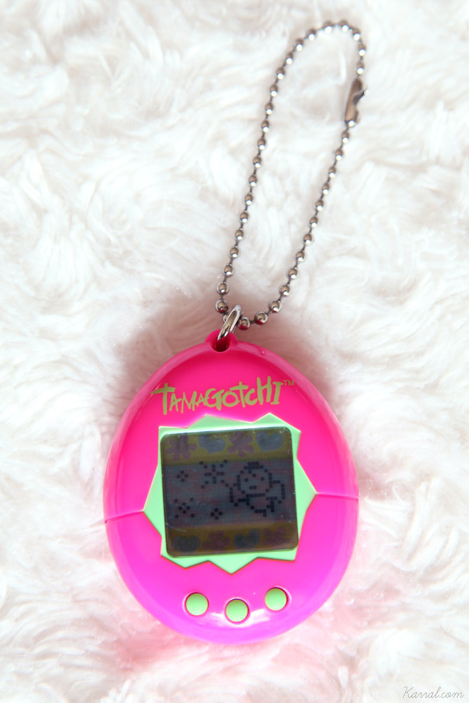 tamagotchi v1 p1 angel died death passed away - european version first generation europe english bandai screen works working condition neon pink and green shell vintage 90's original toy toys genuine