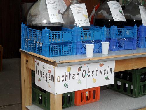 Ballonflaschen mit OBstwein - 136. Baumblütenfest Werder 2015