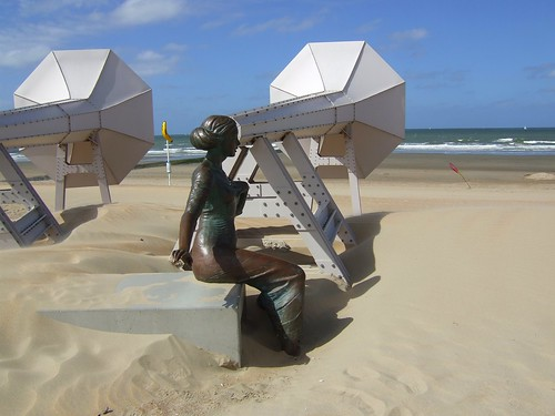 artwork of women listening to the sea with two giant horns
