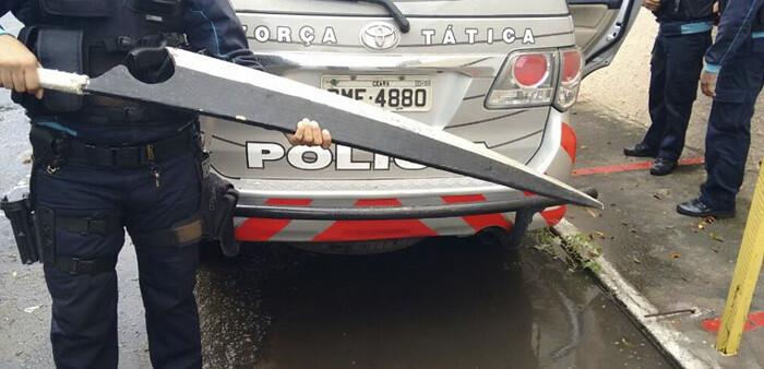 """Polícia Militar do Ceará apreende """"pequena"""" faca e vira piada no facebook"""