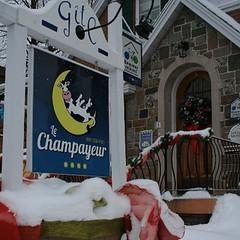 Facade du Champayeur en hiver.