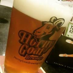 Véspera de feriado com reunião, só se for assim. Ainda mais quando o negócio em questão é cerveja. Saúde! *************** #lovemyjob #beer #beerlove #jundiaí #pubers #cerveja #sexta #friday #feriado #holiday #storytelling #webwriting #branding #marketingd