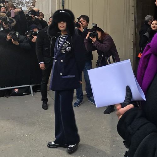 G-Dragon Chanel Haute Coutoure at Grand Palais Paris 2016-01-26 zzzoe0614