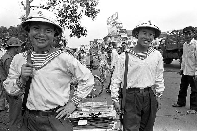 SAIGON May 1975 - Hai anh bộ đội Hải quân vui tính