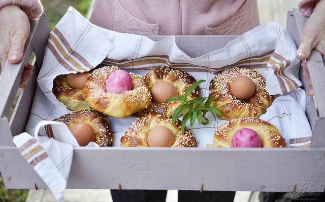 Brioche di Pasqua con l'uovo