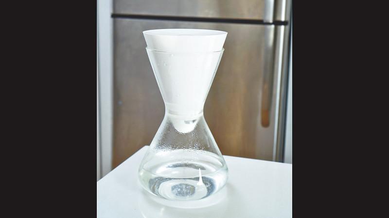 家裏有一部蒸餾水機,塑膠製部份是用循環製造的塑膠製成的。圖片來源:果籽