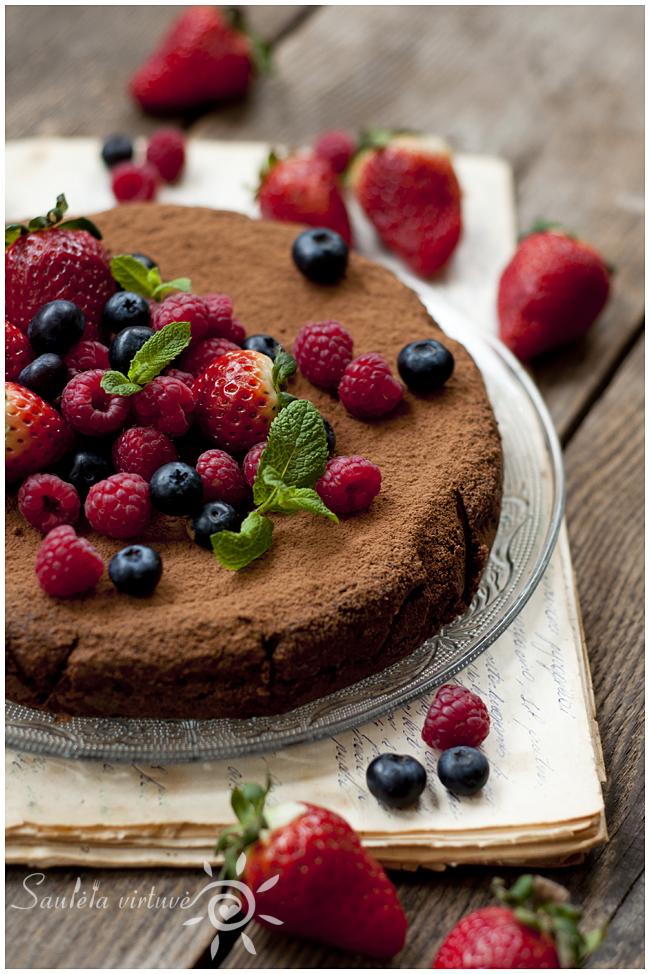 Šokoladinis migdolų miltų pyragas (2)