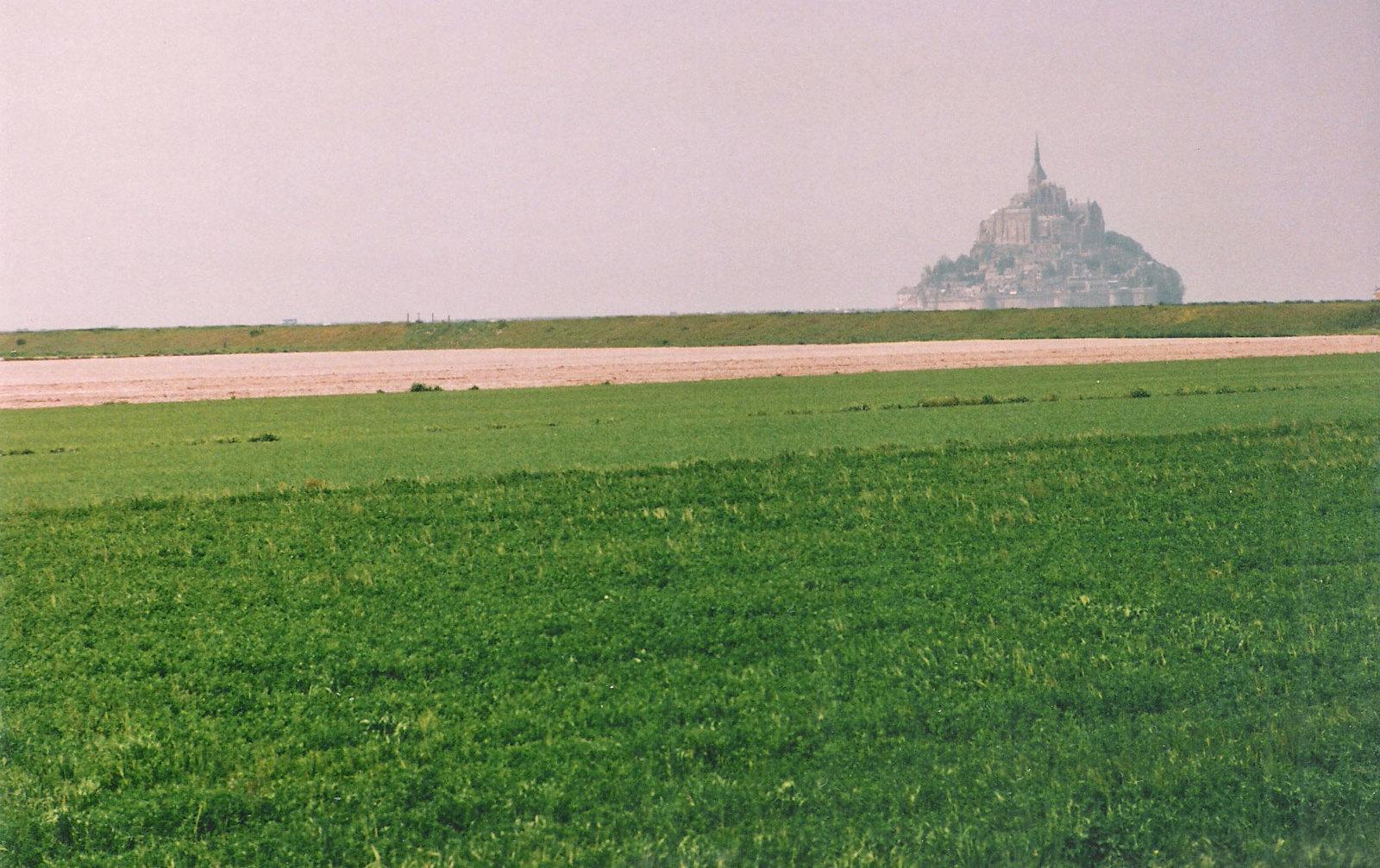 Le Mont-Saint-Michel on approach