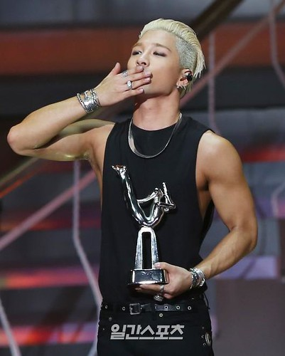 Taeyang-GoldenDisc-Awards-mainshow-20150114-2-1