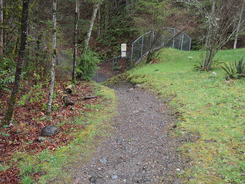 Snoqualmie Valley Trail Entrance: Not bicycle-friendly