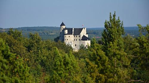 bobolice castle zamek building architecture landscape view green summer wyżynakrakowskoczęstochowska szlakorlichgniazd śląskie silesia silesian polska poland