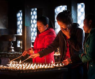Image of Swayambhunath near Kathmandu. lumière bougies allumage jeunesfemmes mg4732