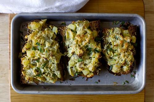 artichoke gratin toasts