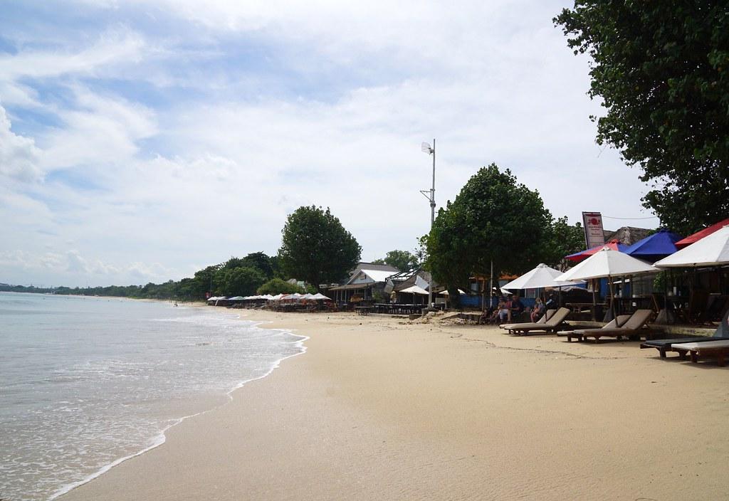 Jimbaran beach - breakfast white sand beach house-001