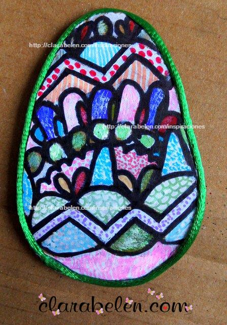 Como se pinta un huevo de Pascua de carton