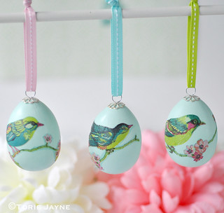 Pretty napkin decoupage Easter eggs