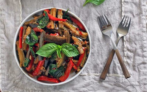 [Thailand Recipes] Spicy Eggplant with Red Bell Pepper and Thai Basil