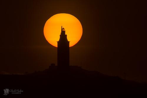Puesta de sol tras la Torre de Hércules