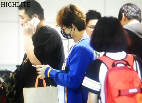 BIGBANG arrival ICN Seoul from Taiwan 2015-09-28 (18)