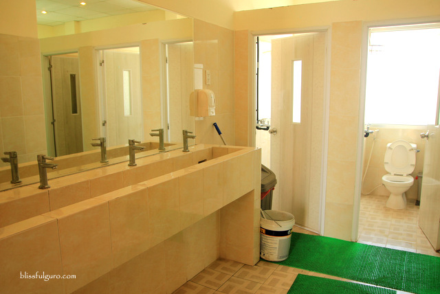 Vietnam Inn Saigon Toilet and Shower