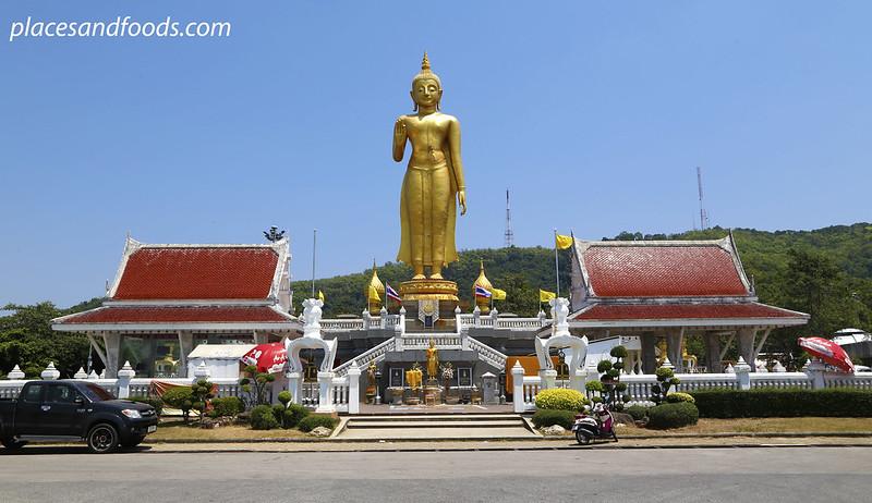 Phra Phutthamongkol Maharaj Golden Buddha Hatyai wide shot