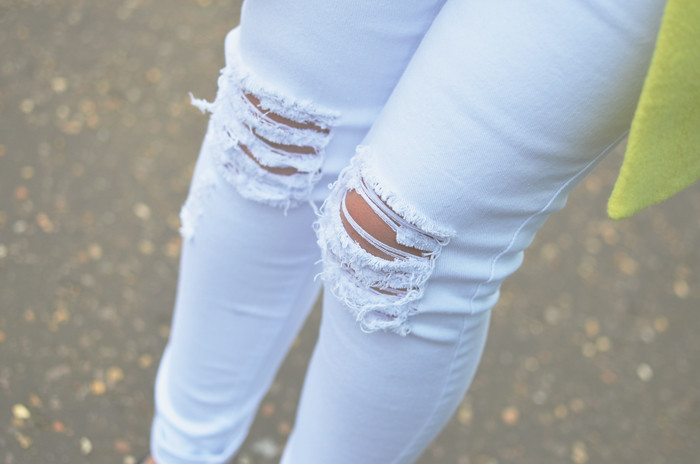 BOOHOO-white-ripped-jeans