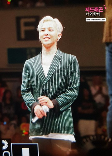 Big Bang - FANTASTIC BABYS 2016 - Kobe - 27may2016 - With G-Dragon - 01