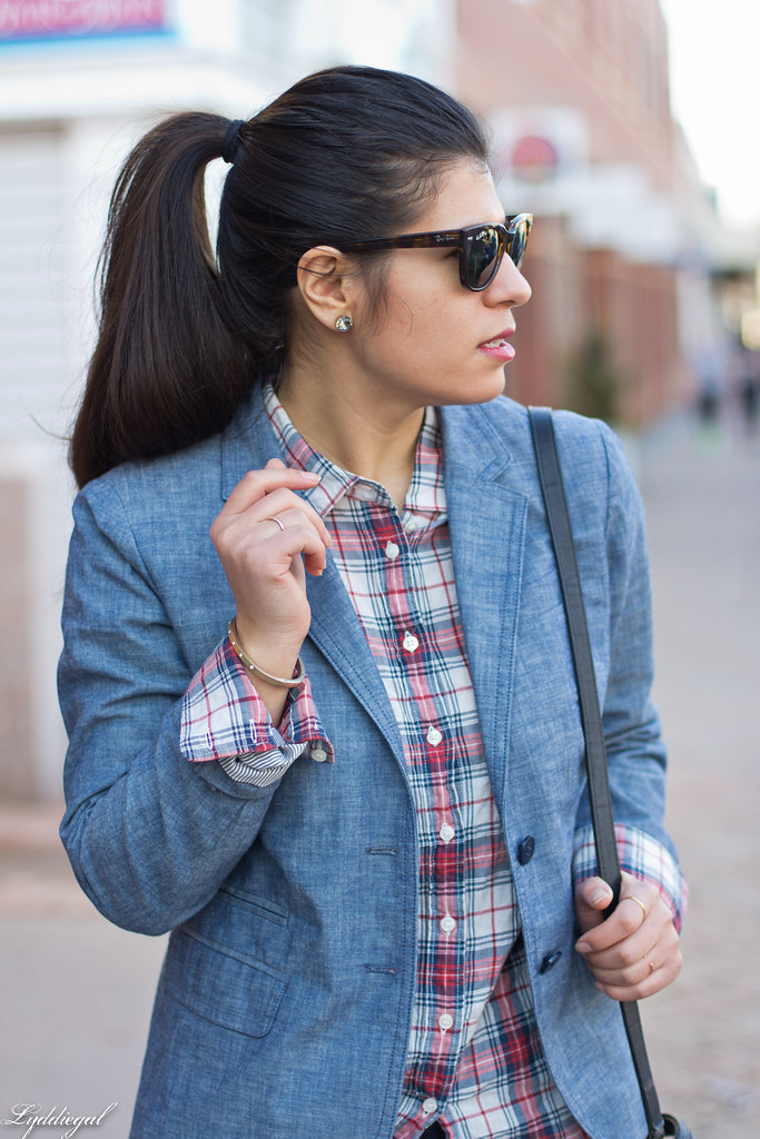 chambray blazer, plaid shirt, red pumps-4.jpg