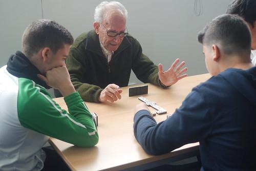 AionSur 16252175154_ba9d290a3d_d Jóvenes y mayores de Arahal comparten una mañana aprendiendo juntos Educación