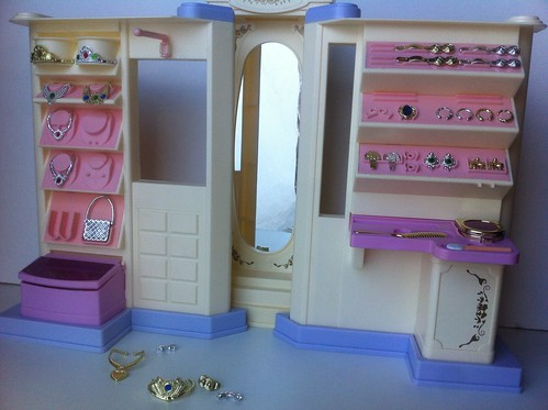 Jewelry store/beauty salon